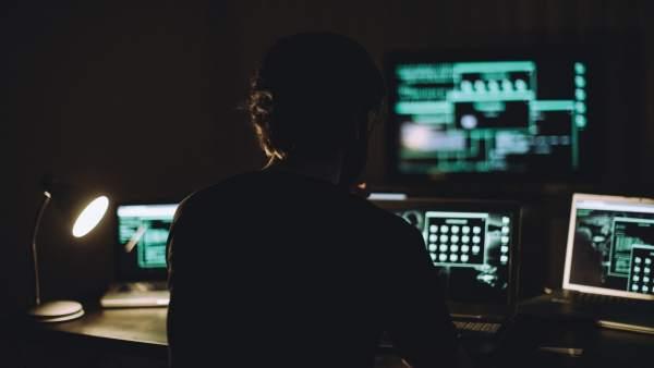 ¿Quieres tener garantizado un empleo en el futuro? Fórmate en inteligencia artificial y ciberseguridad